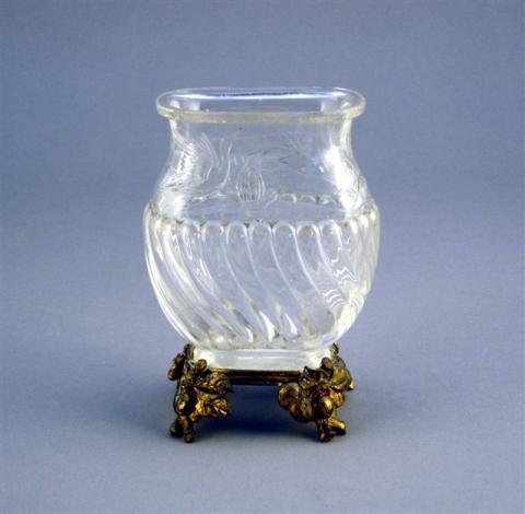 b659741a45475 Petit VASE balustre en cristal de roche, le bas torsadé,.